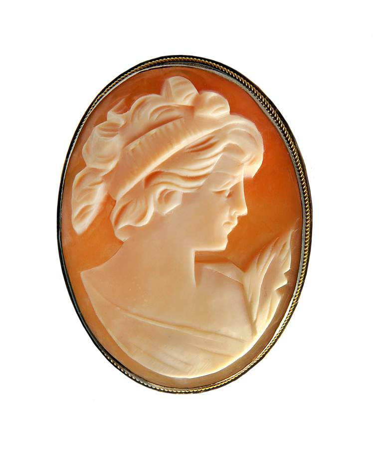 2b59230e3de1c Buying Guide to Vintage Cameo Rings - How to Buy Vintage Jewelry