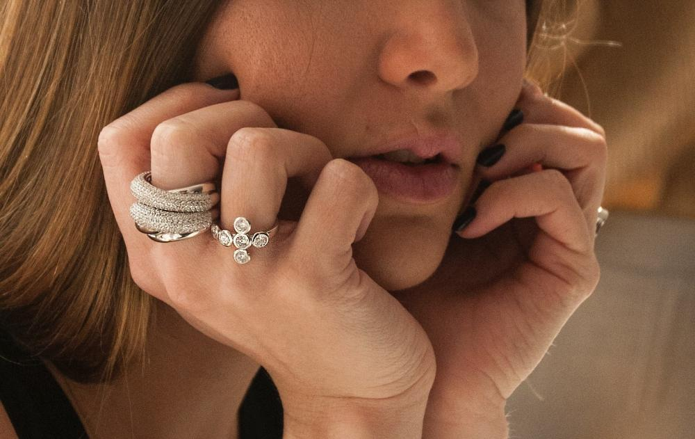 hand full of cocktail rings - how to wear a cocktail ring