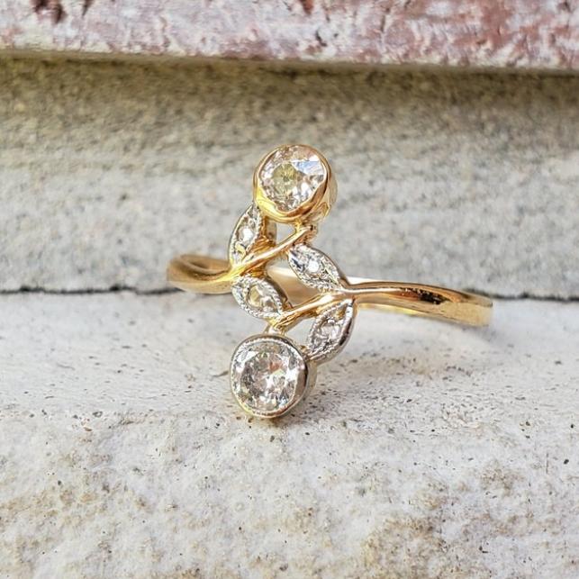 Antique Toi et Moi Diamond Engagement Ring in 18k Gold