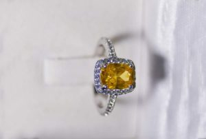 how to buy yellow diamonds - a guide to fancy diamonds