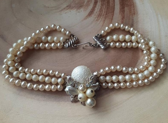Vintage faux pearl choker necklace from Foil and Paste on Etsy